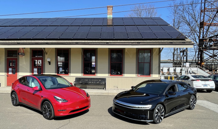 Tesla-and-Lucid-Blue-Skies-Westport-CT-EVfreedomCT-by-Paul-Braren-2021-03-22-IMG_2676