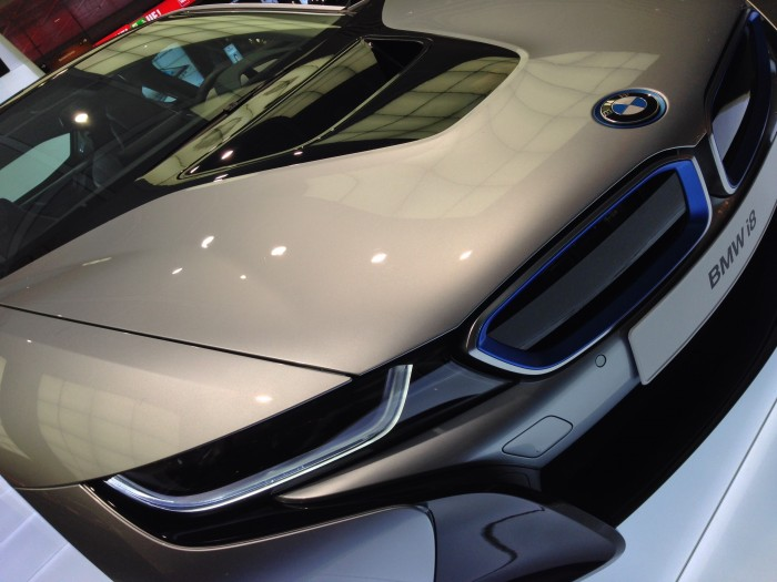 BMW-i8-close-up-of-quarter-panel