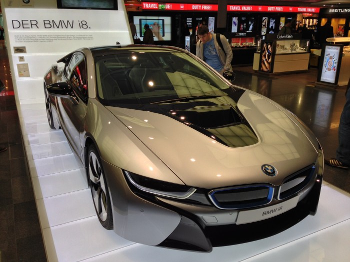 front-quarter-view-of-BMW-i8-with-envious-onlook