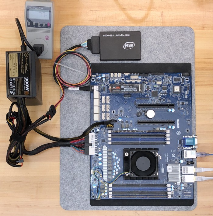 GIGABYTE-Server-MB51-PS0-Motherboard-running-ESXi-67-off-USB--TinkerTry