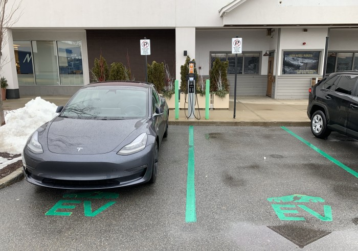 ChargePoint-Burlington-MA-2019-02-15--Paul-Braren-Model-3-charging-TinkerTry
