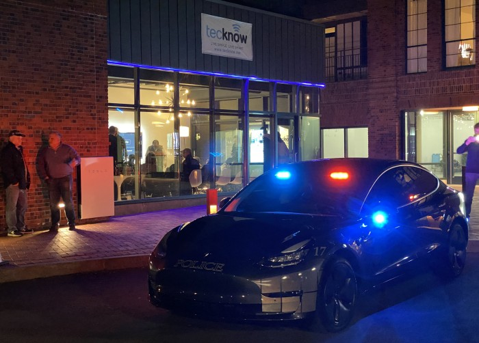 Front-with-lights-2-Tesla-Model-3-police-car-by-Paul-Braren--TinkerTry.JPG